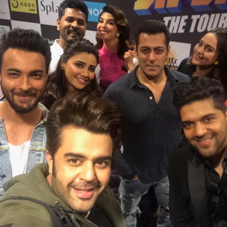 Manish Paul proves to be the best selfie expert as he takes a lovely selfie with the Dabangg team