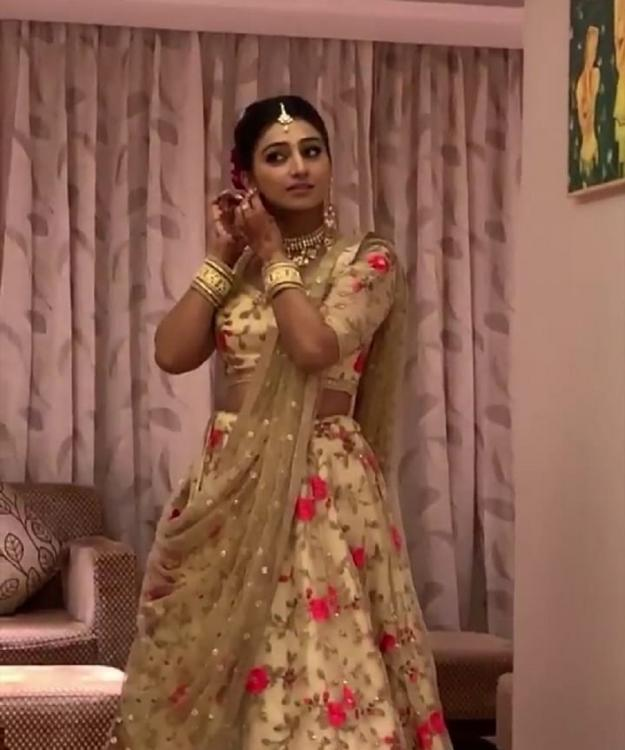Yeh Rishta Kya Kehlata Hai fame Mohena Kumari Singh is a beautiful bride to be at her engagement; see pics