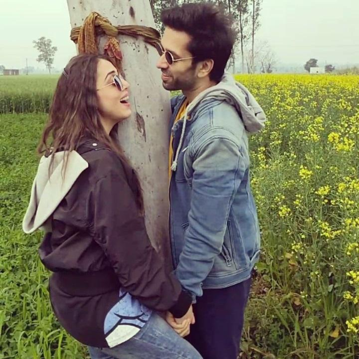 Nakuul Mehta wishes his 'sunshine' Jankee Parekh on her birthday with a sweet kiss of love; WATCH