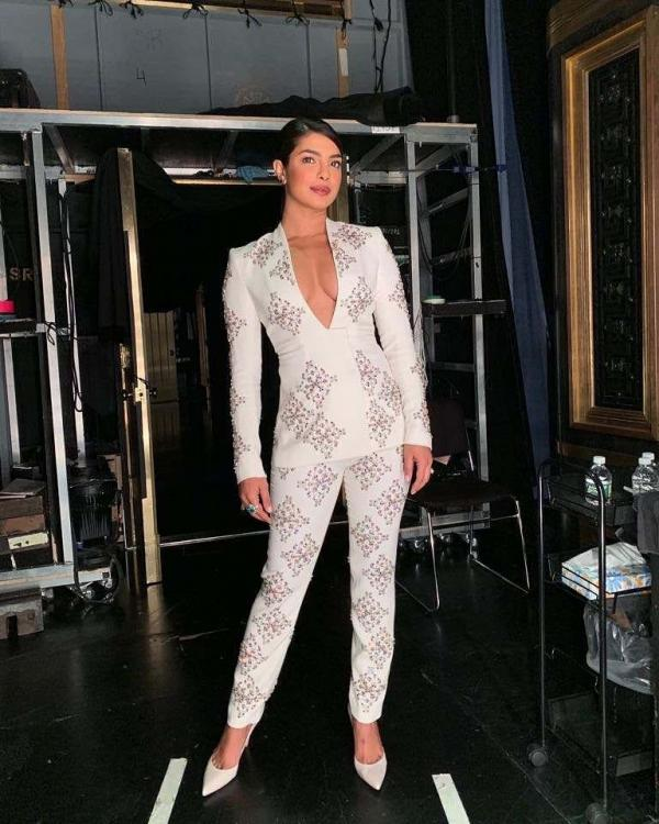 Priyanka Chopra oozes out hotness in this printed boss pant suit leaving us in a tizzy