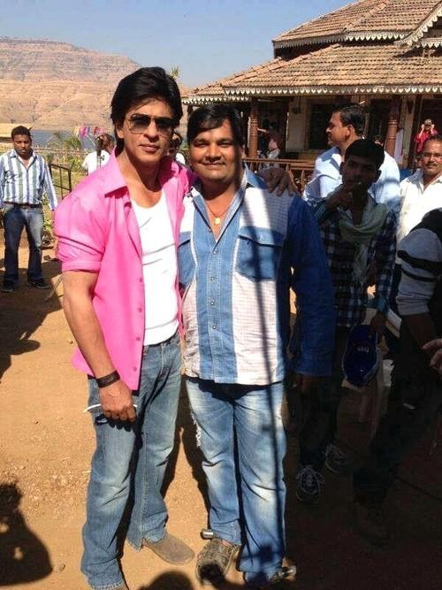 New pics of Shah Rukh Khan from the sets of Chennai Express ...