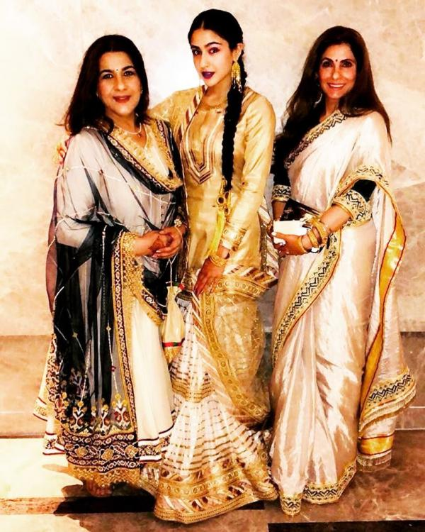 Photos,Dimple kapadia,amrita singh,Sara Ali Khan