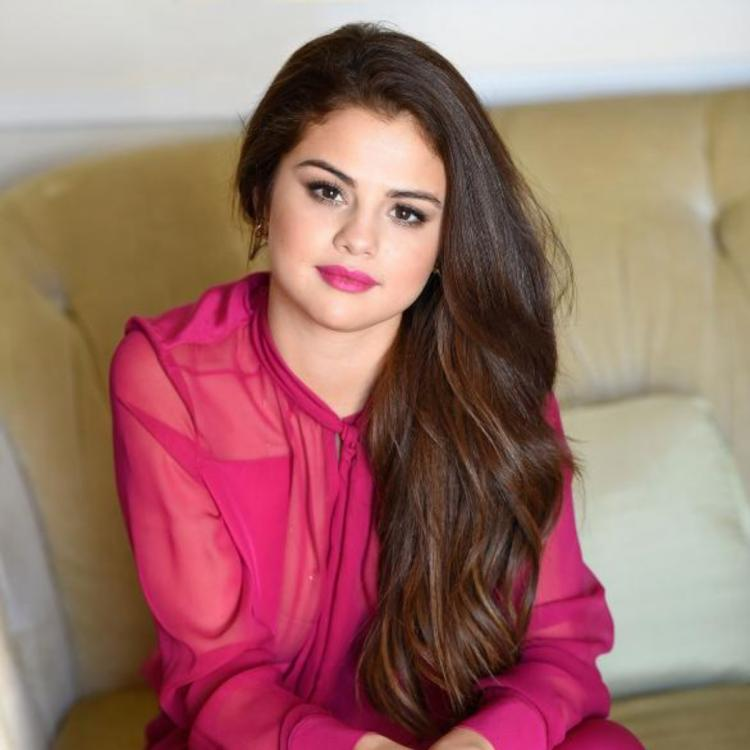 Selena Gomez is spending more time with non celebrity friends because of THIS reason?