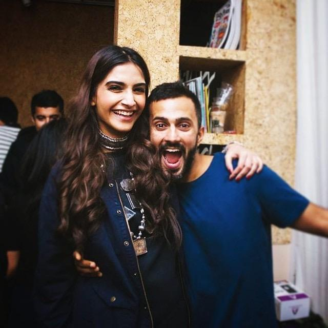 Sonam K Ahuja gives a kiss of love to husband Anand Ahuja; WATCH