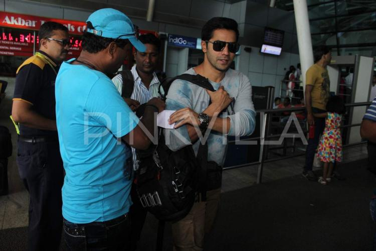 srk hair styles check out varun dhawan s airport style pinkvilla 6825