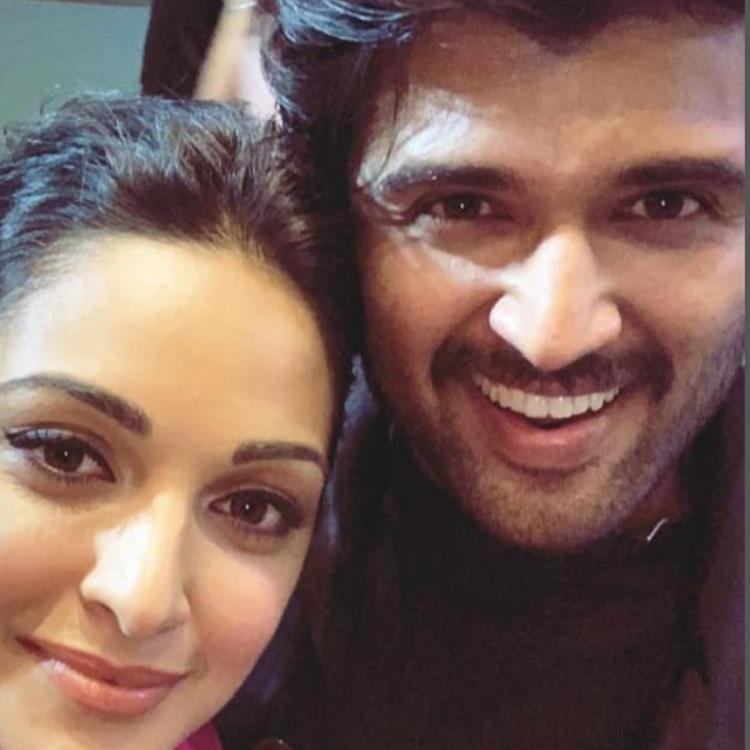 Vijay Deverakonda poses for a stunning selfie with Kiara