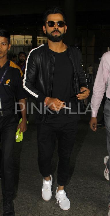 Snapped Virat Kohli Brings Sexy In Black At The Airport