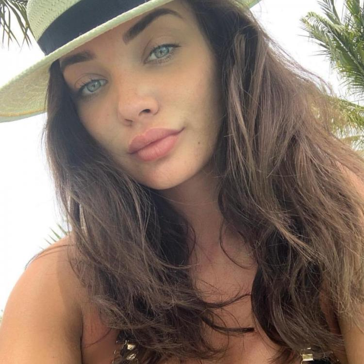 Amy Jackson flaunts her perfect baby bump while she plays golf in THIS viral video; Check out