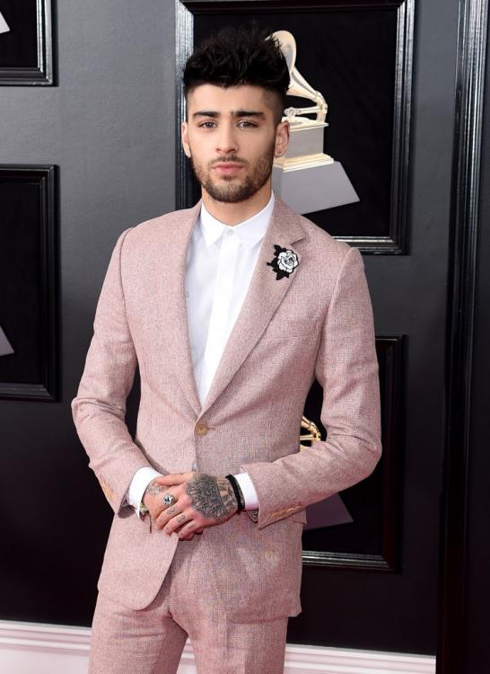 Zayn Malik lashes out on Twitter; is he hinting at Gigi Hadid or One Direction?