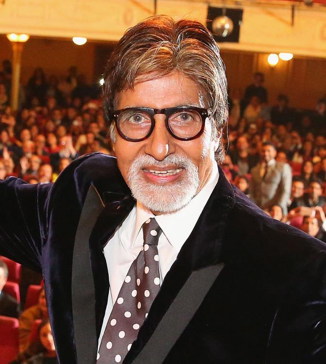 Amitabh Bachchan starts shooting for Gulabo Sitabo in Lucknow