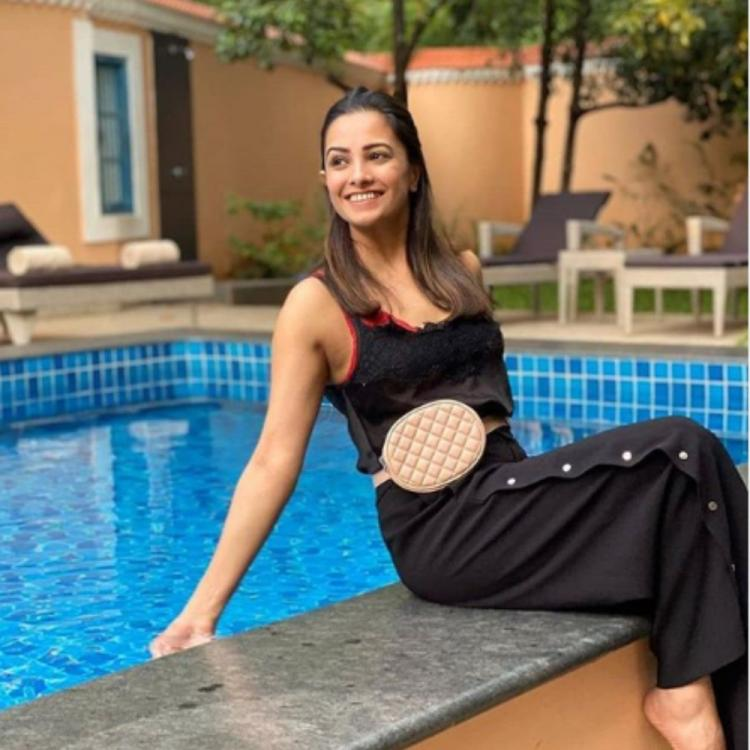 PHOTOS: Anita Hassanandani looks effortlessly beautiful as she chills by the swimming pool; Check it out