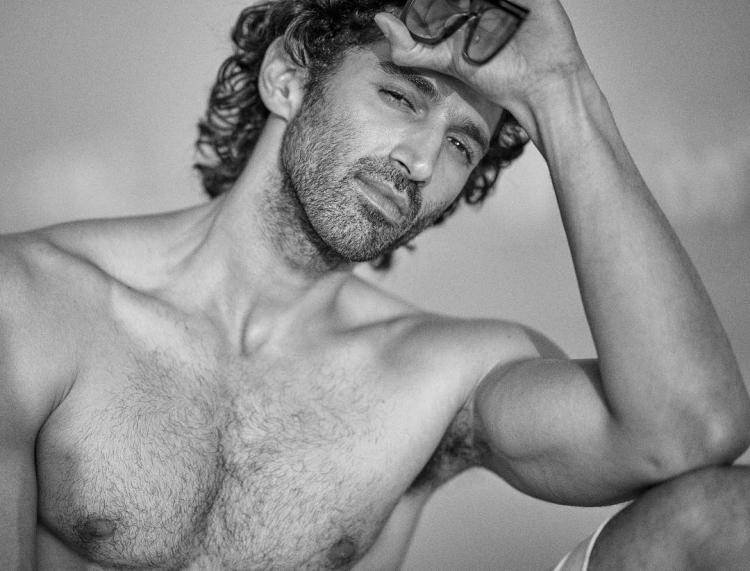 Aditya Roy Kapur raises the hotness quotient with his latest Instagram picture; check it out