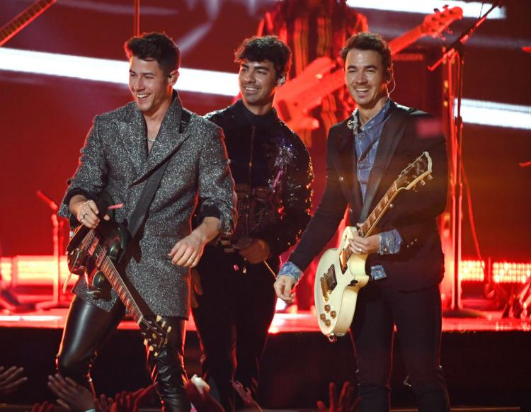 Jonas Brothers return to the MTV VMAs stage after 11 years.