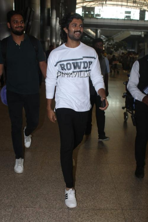 Airport Diaries: Vijay Deverakonda does off duty dressing right in comfortable sweats and a casual tee