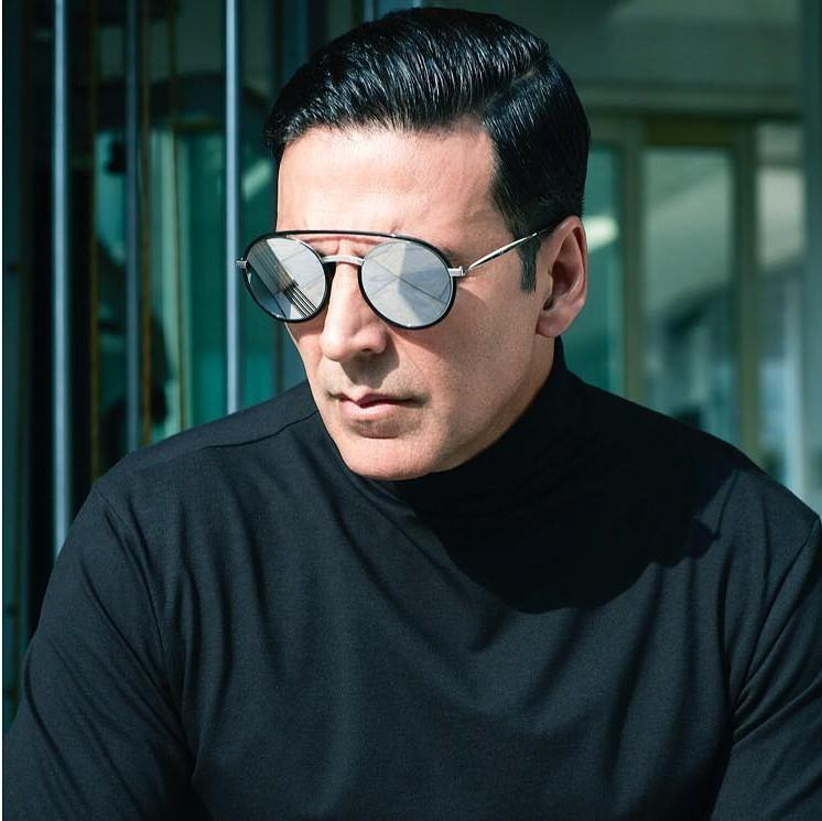 Bollywood stars pours down birthday wishes for Akshay Kumar