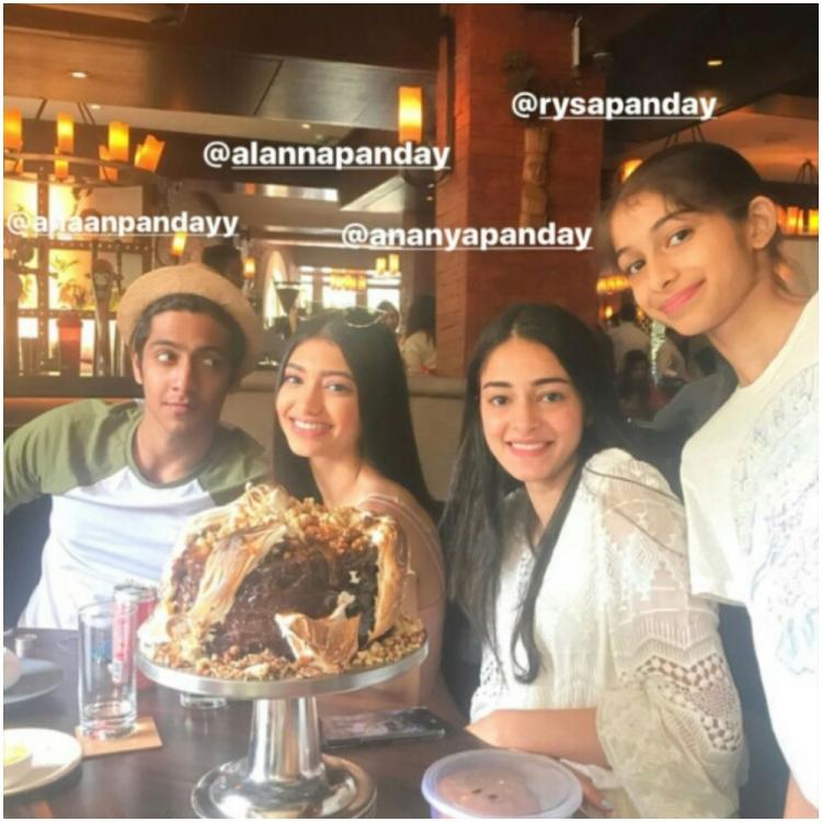 Ananya Panday strikes a pose with her sister Rysa, cousins Alanna & Ahaan Panday in THIS picture perfect click