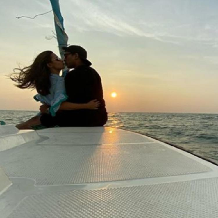 Anita Hassanandani and Rohit Reddy's romantic PIC with the sea in background is all things love; Check it out