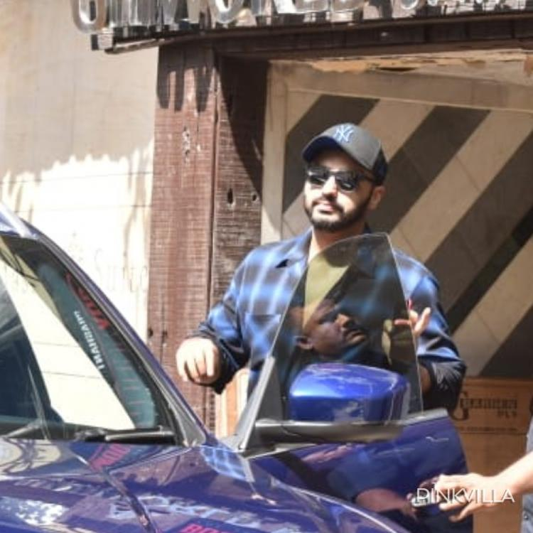 Arjun Kapoor beats the mid week blues as he makes a stylish appearance in the city; See Pics