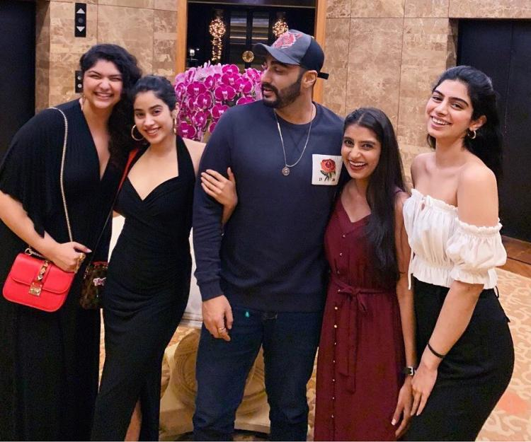 PHOTO: Arjun Kapoor, Janhvi Kapoor, Khushi and Anshula come together for a photo and it spells LOVE; Check it out