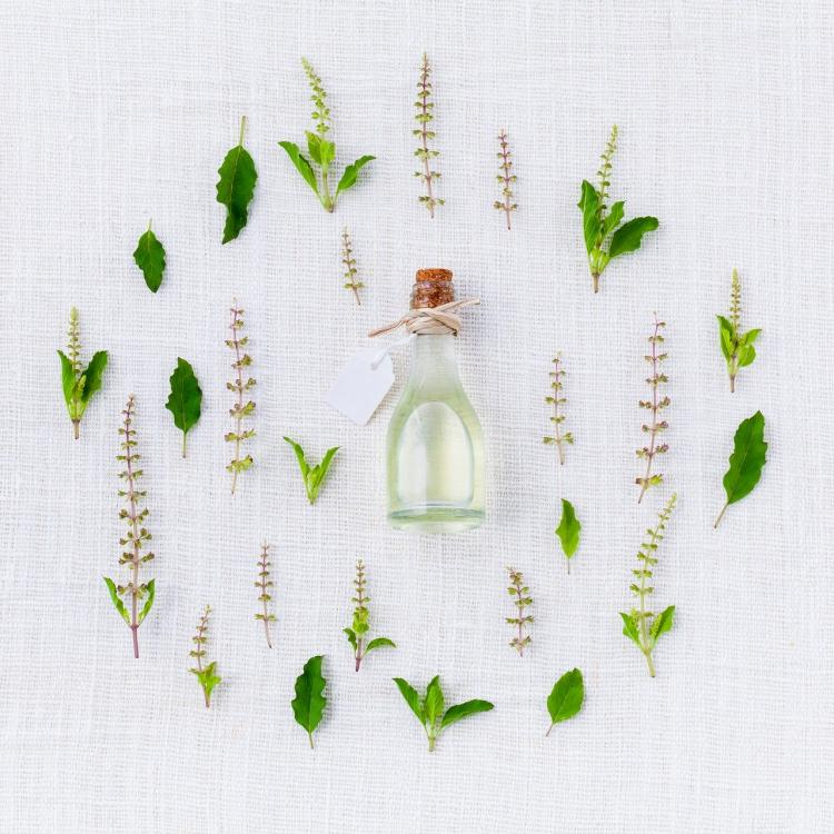 Skin Care Tips: 5 essential oils and ALL the things they help with