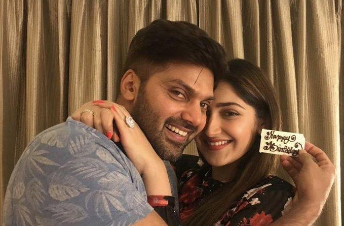 Arya shares an adorable picture with wife Sayyeshaa Saigal on her birthday; Check it out
