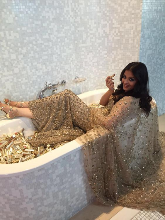 Cannes 2016 what 39 s aishwarya doing in a bathtub find out for What s new in bathrooms 2016