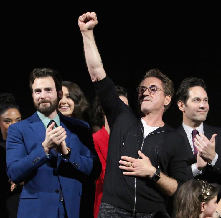 Robert Downey Jr. and Chris Evans took to their Twiter pages to wish fans a Merry Christmas.