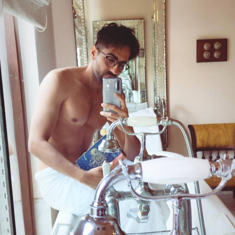 Ayushmann Khurrana looks highly attractive in his latest mirror selfie and calls himself 'a nerd'; See Pics