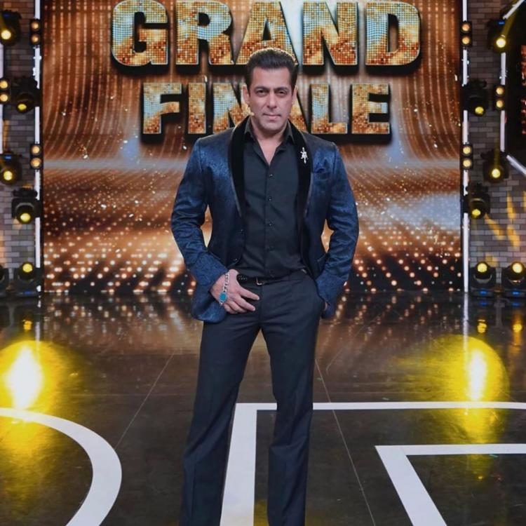 Bigg Boss 13 Grand Finale: Salman Khan suits up in black & blue for declaring the winner of the show; See pic