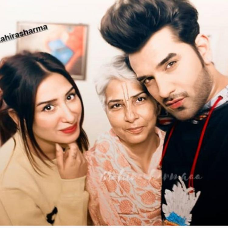 Bigg Boss 13's Mahira Sharma's cute selfie with 'good friend' Paras Chhabra and his mom is cannot be missed