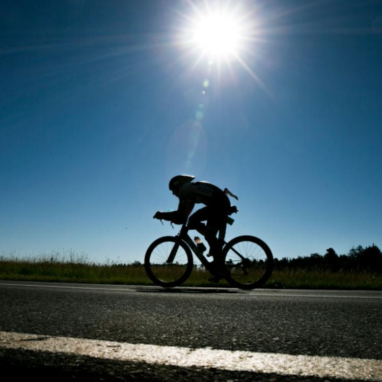 15 year old girl cycles 1200 km from Gurgaon to Bihar with injured father; Gets offer from cycling federation