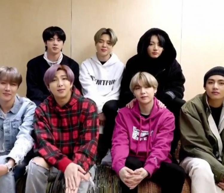 ARMY couldn't stop gushing over BTS during their comfy Boy With Luv performance.