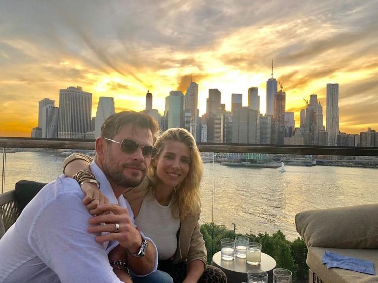 Chris Hemsworth shares a picture perfect click with wife Elsa Pataky during the NYC sunset