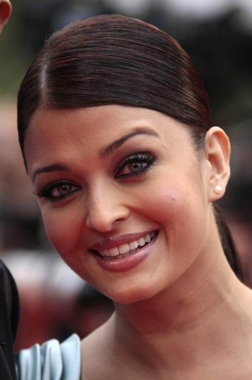 Ashwarya's Close-Up Pics from Cannes Day Two | PINKVILLA