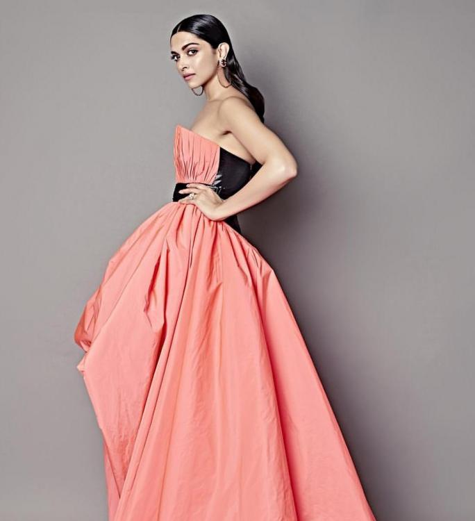 PHOTOS: Deepika Padukone looks stunning in peach for the Filmfare Glamour and Style Awards