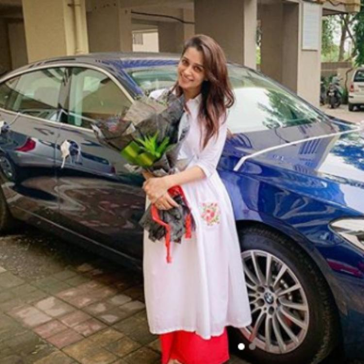 Kahaan Hum Kahaan Tum's Dipika Kakar flashes her smile as she stands beside her brand new car; View PIC