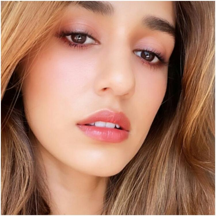 Disha Patani dishes out makeup goals as she flaunts her flawless look in a latest selfie; Check it out