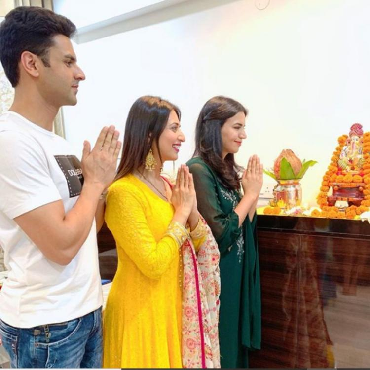 Divyanka Tripathi & husband Vivek Dahiya seek Ganpati's blessings; View PIC