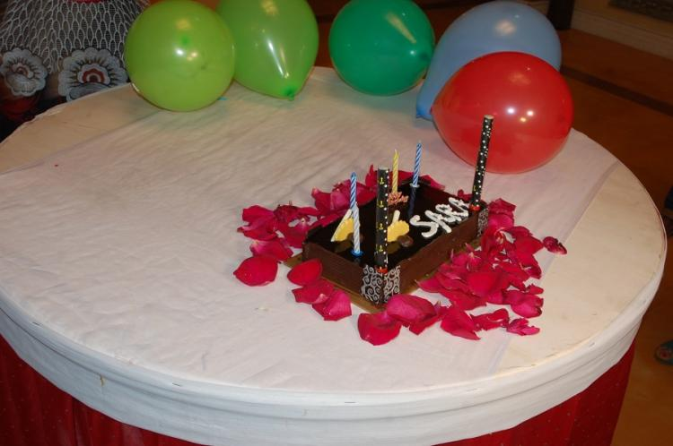 Sara Khans Co Actors Host A Surprise Birthday Party For Her Pics