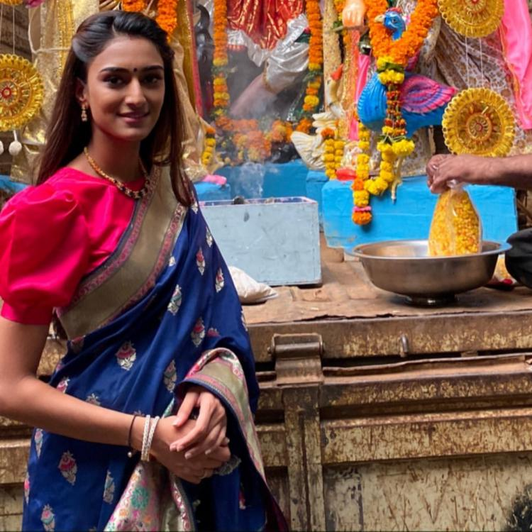 Erica Fernandes looks ethereal in a saree for Goddess Durga's visarjan; View pic