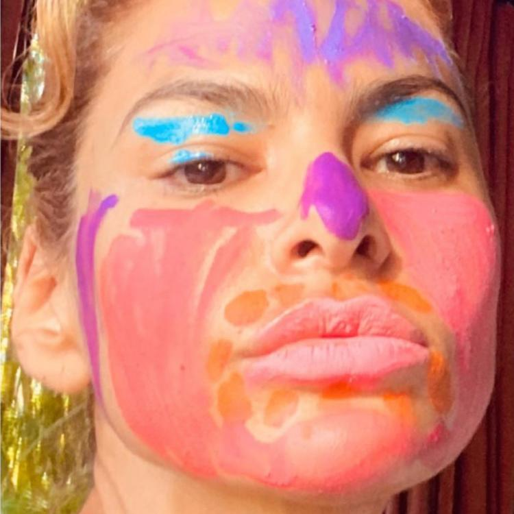 Eva Mendes gets makeup done by her daughters; Her bright blue eyeshadow is unmissable
