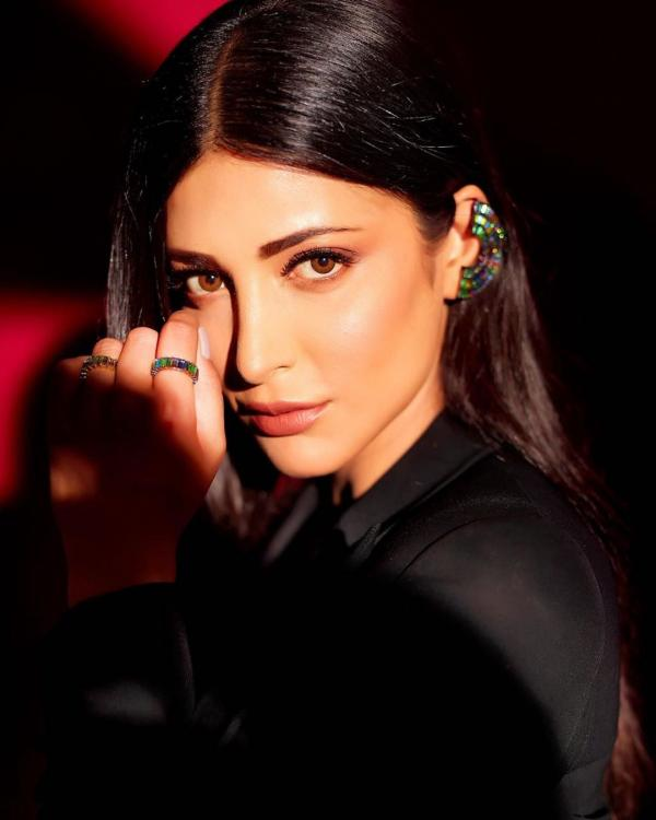 Shruti Haasan also revealed that her favourite Hollywood actor is Marlon Brando.