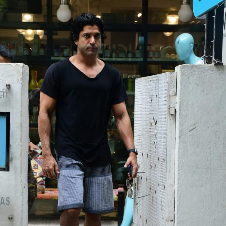 PHOTOS: Toofan actor Farhan Akhtar looks stunning in casual attire as he gets spotted outside a salon