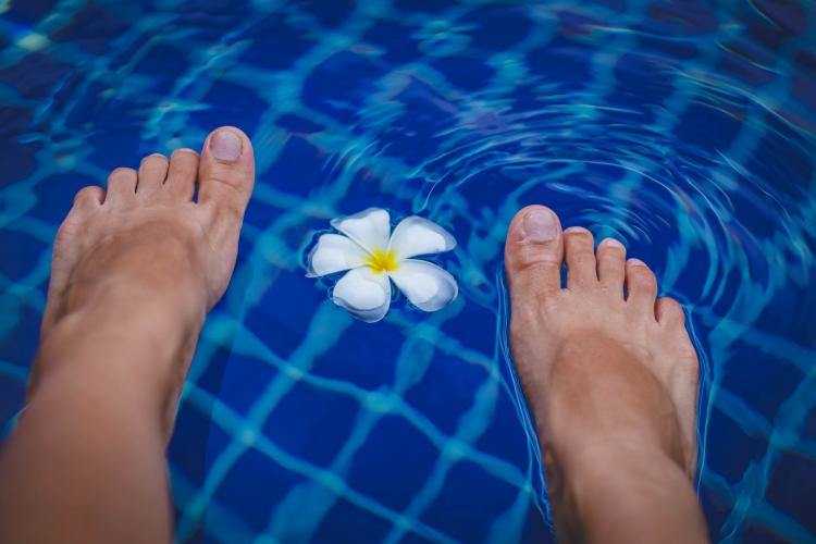 Try THESE foot soaks to relax and remove the dead skin; Check it out