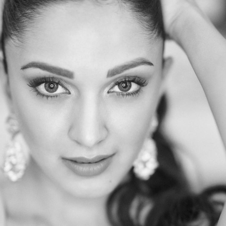 PHOTO: Kiara Advani casts black magic with her eyes in her latest monochrome pictures