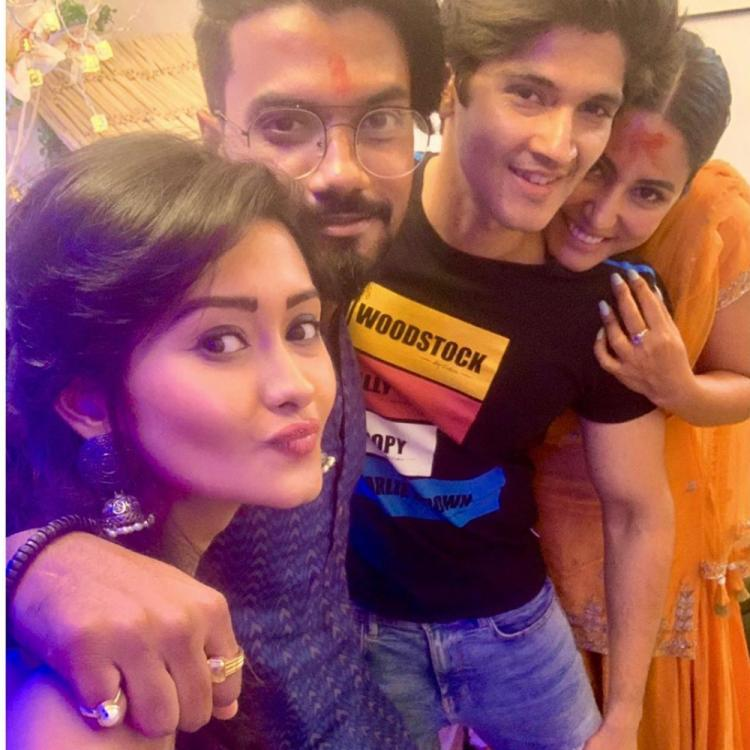 PHOTO: Hina Khan, Kanchi Singh & Rohan Mehra are all smiles as they click a selfie during Ganpati celebrations