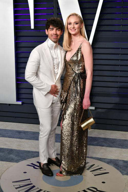 Sophie Turner calls out Joe Jonas for his choice of 'best day ever'; Jonas Brother bends the knee to the Queen