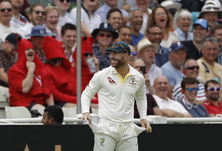 """Ashes 2019: David Warner wins crowd by emptying pockets after they shout """"he has sandpaper in his hands"""""""