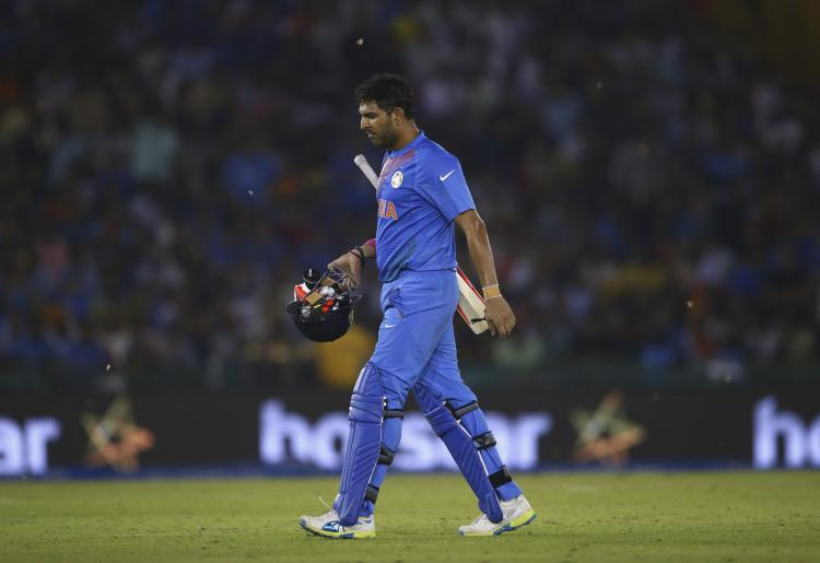Yuvraj Singh's father feels the cricketer would have broken all records if not for an injury; Read on