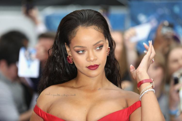 Rihanna wears THIS and her fans have gone berserk